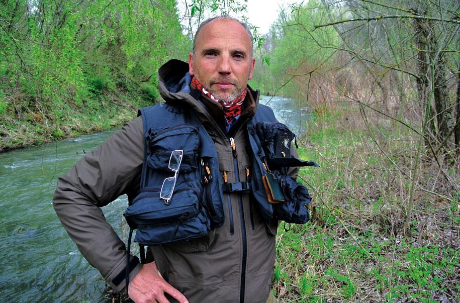 La pêche le lac blanc de la plane le domaine de Pskov